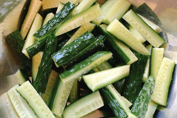 怎样腌制黄瓜咸菜呢?现在就告诉你秘方吧第一步