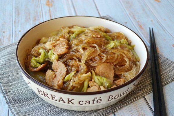 东北家常菜之猪肉白菜炖粉条,带你感受东北浓厚的乡土气息第十二步