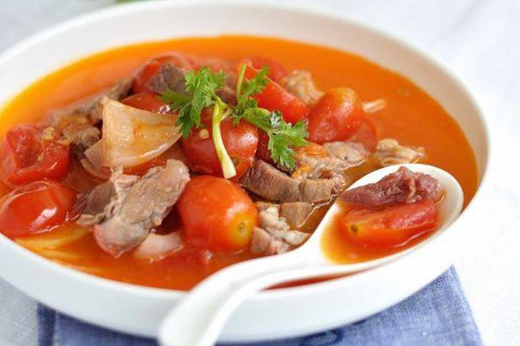 秋天气候干燥,做份番茄牛肉炖汤吃吃吧