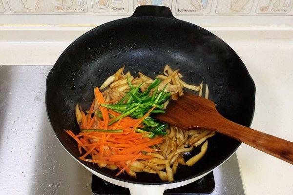 杏鲍菇的家常做法之手撕杏鲍菇,保证做出来后比肉还好吃第七步