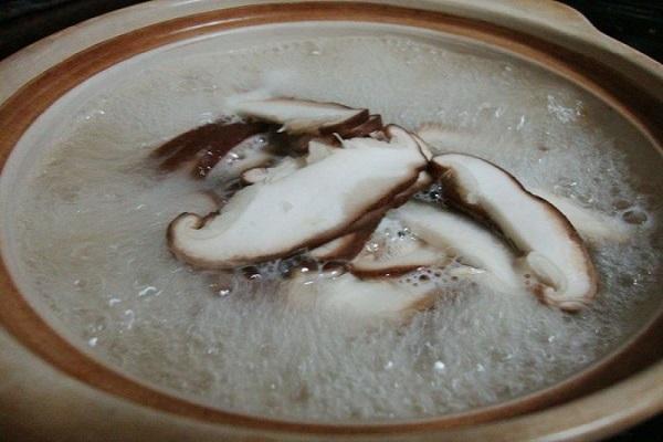 香菇肉片鸡蛋面,美味可口有营养第六步