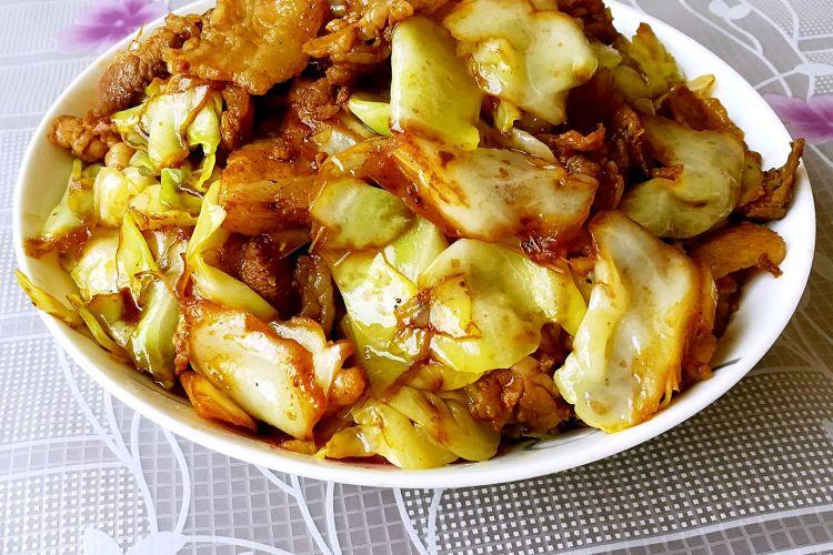 家常菜卷心菜炒肉片,爱吃肉又觉得太腻的伙伴一定要学会做这道菜