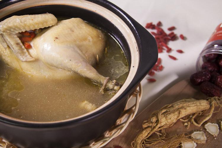 超级有营养的鲜香糯米人参炖鸡汤
