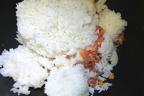 香肠鸡蛋炒饭,高颜值的外观让你满满食欲第七步