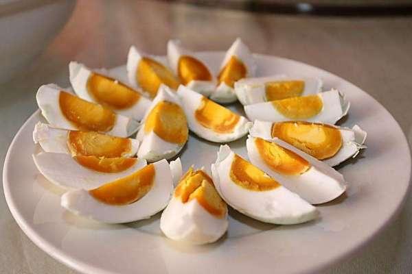好吃的咸鸭蛋,做法也很简单第九步
