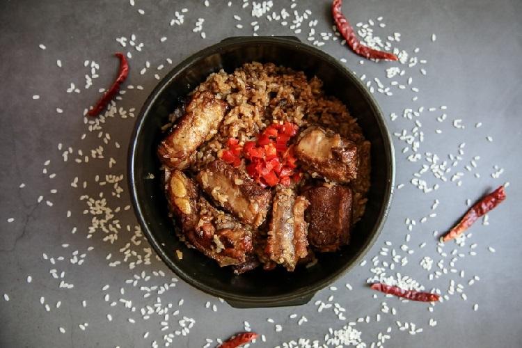 粤菜家常菜,红烧排骨煲仔饭简单美味