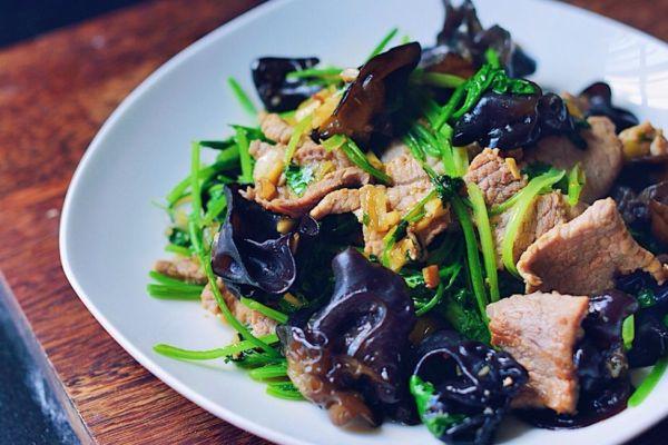 木耳肉片,猪肉嫩滑,木耳爽脆,一道非常开胃的下饭菜第十三步