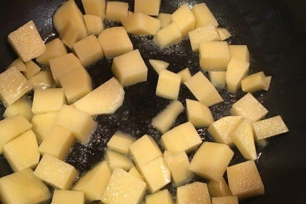 土豆炖排骨的家常做法,保证你做后吃一次就上瘾第五步