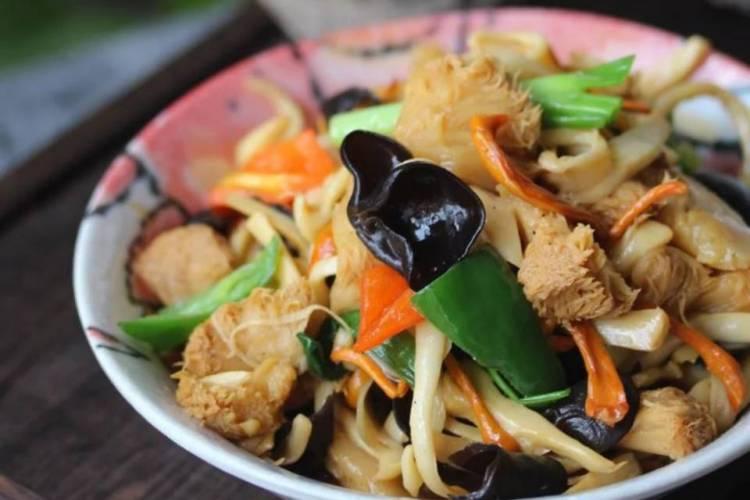 松树猴头蘑素炒带你吃出家的味道