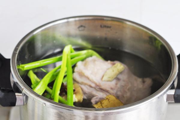 西安味道的羊肉泡馍麻辣烫第三步