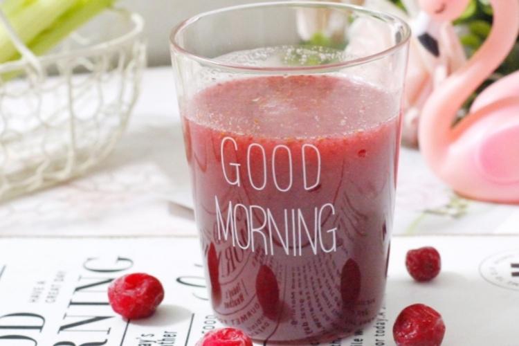 西芹蔓越莓汁,酸酸甜甜好滋味