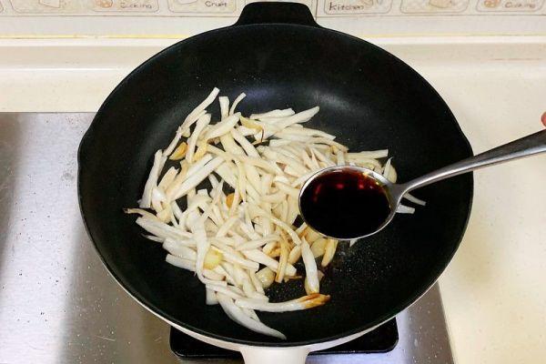 杏鲍菇的家常做法之手撕杏鲍菇,保证做出来后比肉还好吃第四步