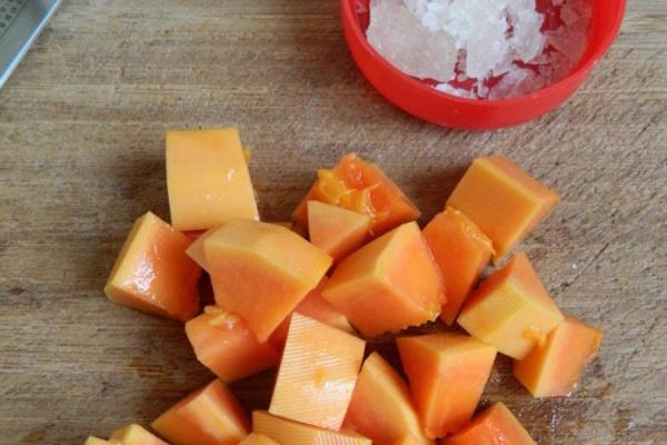 超级经典的广东糖水之木瓜炖奶第二步