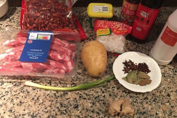 土豆炖排骨的家常做法,保证你做后吃一次就上瘾第一步