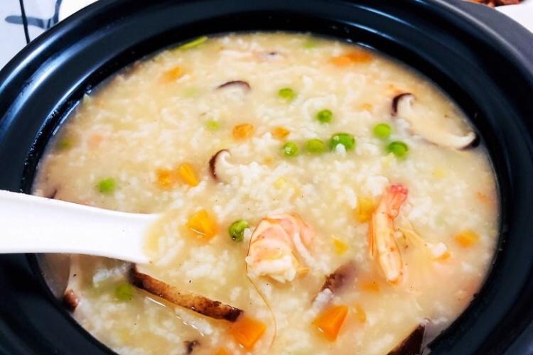 软糯清甜,口味清淡的砂锅粥