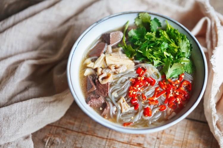 中国传统名菜——老鸭粉丝汤