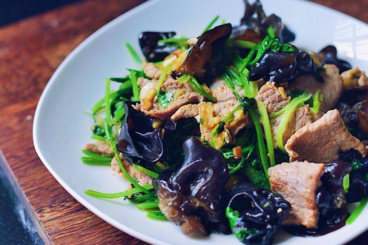 木耳肉片,猪肉嫩滑,木耳爽脆,一道非常开胃的下饭菜