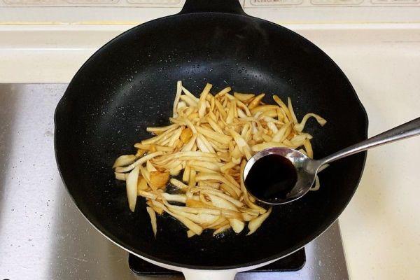 杏鲍菇的家常做法之手撕杏鲍菇,保证做出来后比肉还好吃第五步