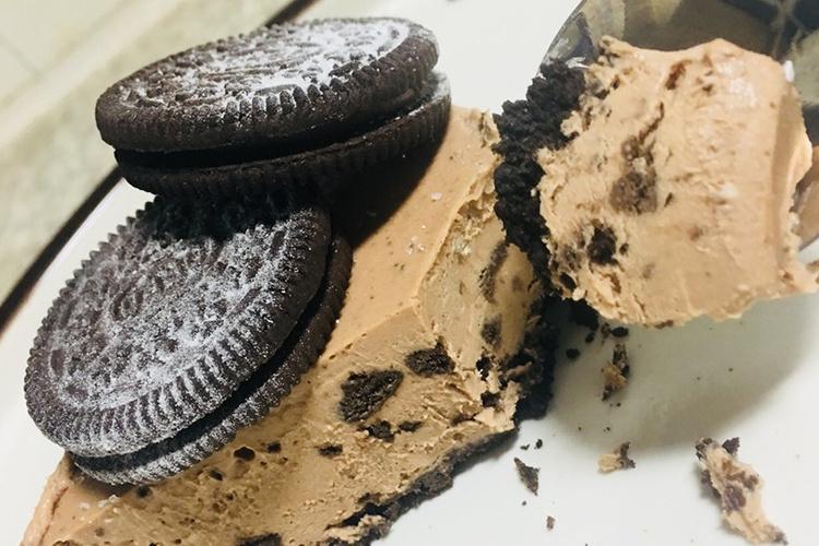 这是一款冰爽,甜蜜的冰激凌蛋糕~
