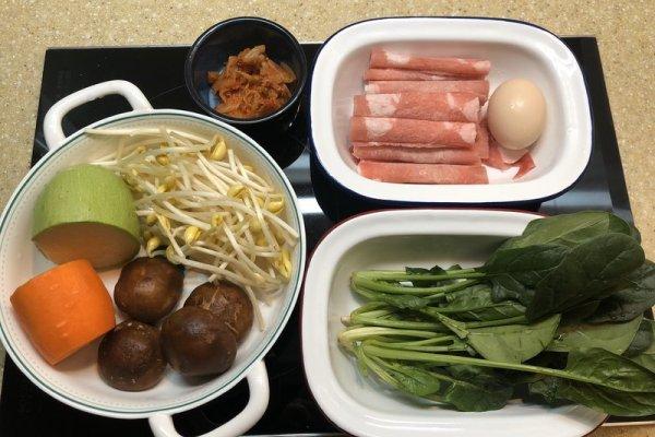又甜又辣的韩国拌饭,只要酱汁到位,灵魂马上就位第一步
