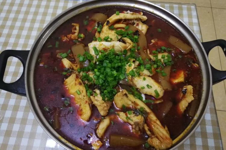 生活的美食伴侣:美味的鱼火锅