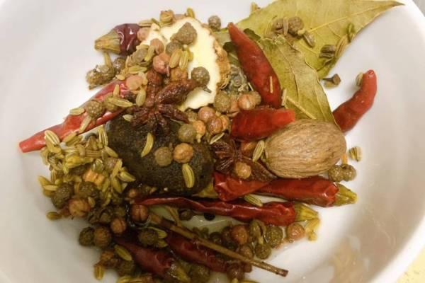 麻辣干锅牛蛙,香软的土豆配上香辣爽口的牛蛙,简直是不要太好吃第十三步