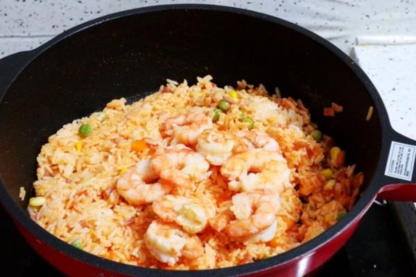 虾仁培根番茄酱蛋炒饭,满满酸甜感挑起你的食欲第十三步