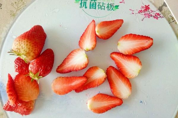 吃不胖的甜品:酸奶水果杯第三步