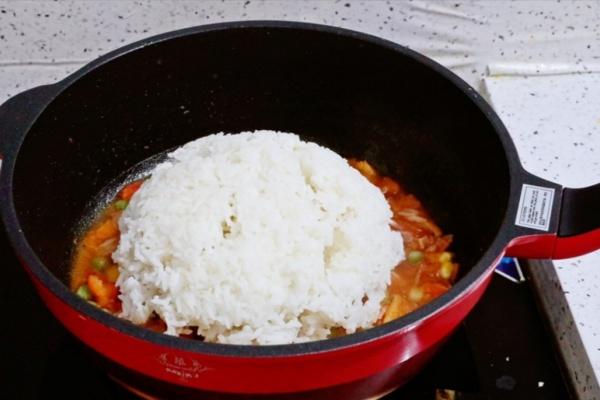 虾仁培根番茄酱蛋炒饭,满满酸甜感挑起你的食欲第九步