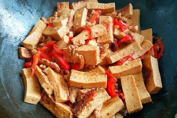 千叶豆腐炒瘦肉,嫩滑多汁营养又美味第八步