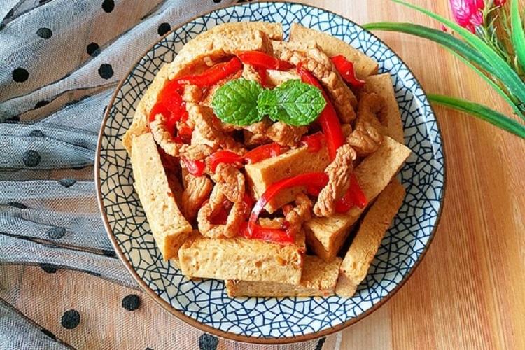 千叶豆腐炒瘦肉,嫩滑多汁营养又美味