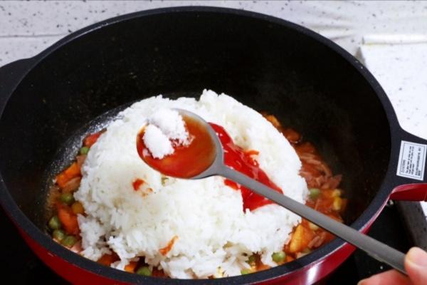 虾仁培根番茄酱蛋炒饭,满满酸甜感挑起你的食欲第十一步