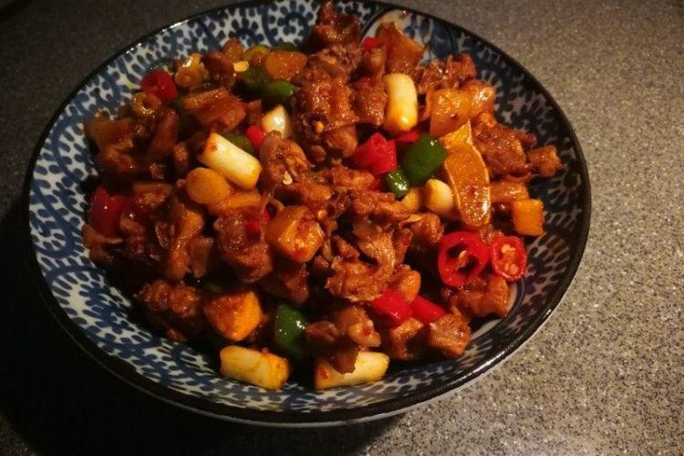 辣子兔丁,兔肉肉质细嫩,口感鲜香麻辣