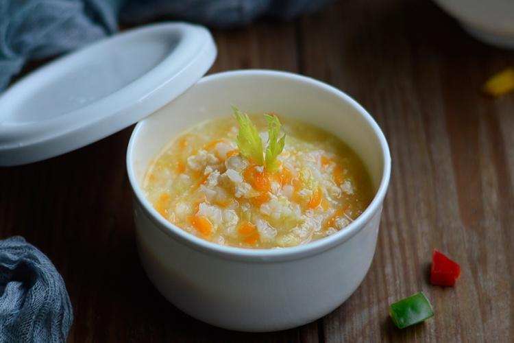 芹菜粥,一款非常适合老人小孩儿,食欲不振人群食用的粥