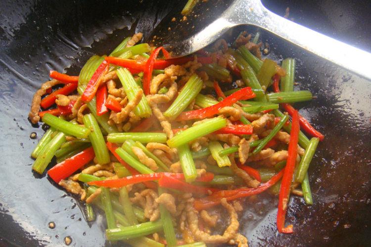超下饭的简便家常菜——芹菜肉丝