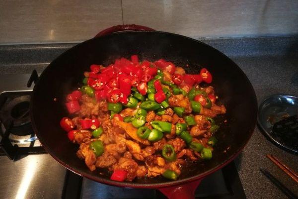 辣子兔丁,兔肉肉质细嫩,口感鲜香麻辣第六步