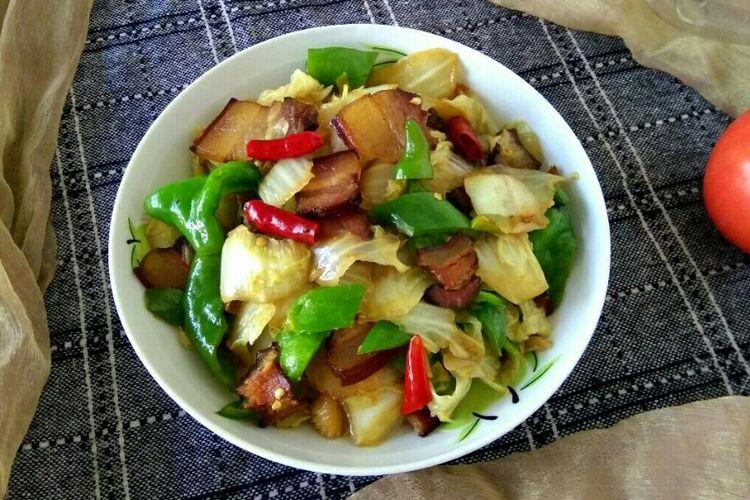 腊肉白菜,用腊肉熬出的油炒白菜,非常的香哟
