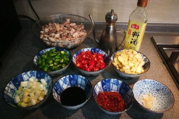 辣子兔丁,兔肉肉质细嫩,口感鲜香麻辣第一步
