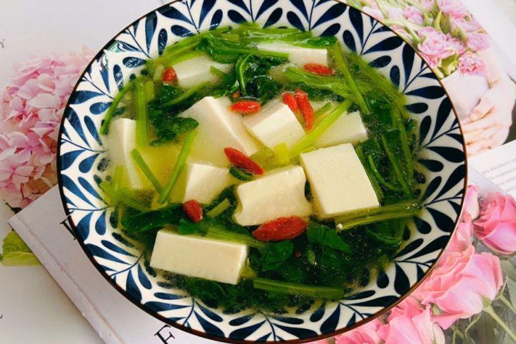 豆腐菠菜汤,非常清香的一款汤,配上一碗自己喜欢的蘸水也不错哟