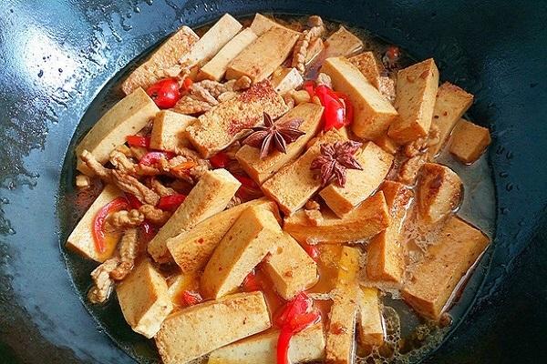 千叶豆腐炒瘦肉,嫩滑多汁营养又美味第六步