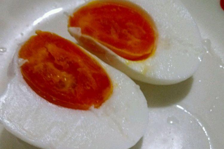 超级下饭,咸香腌制鸭蛋