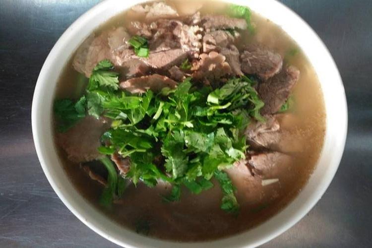 芹菜牛肉汤,肉嫩汤美的营养美食