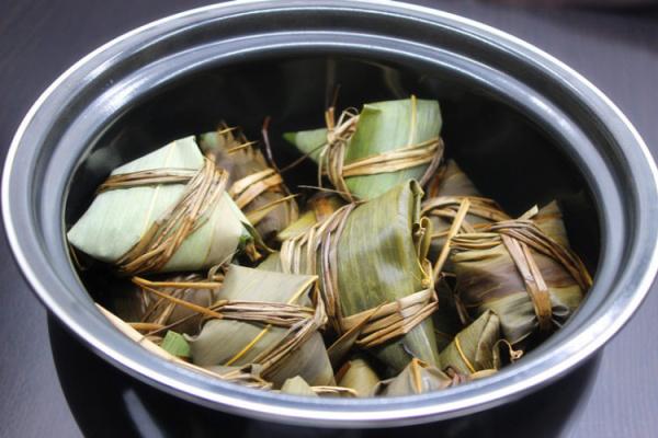 传统的简单味道——碱水三角粽第八步
