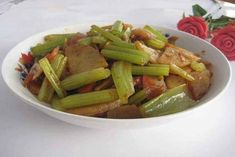 芹菜土豆片,香糯可口的下饭菜