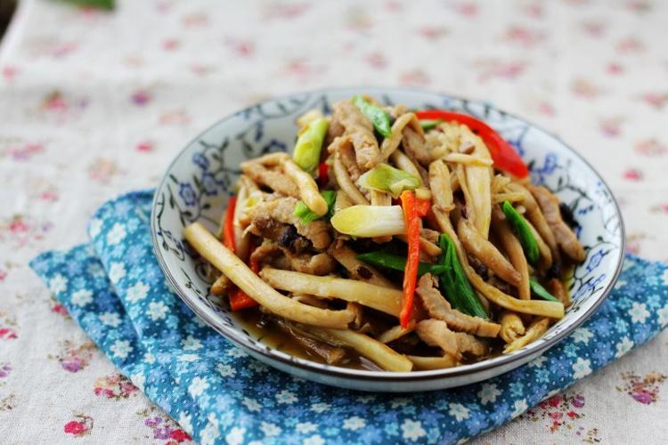 家常下饭湘菜——肉片炝炒茶树菇