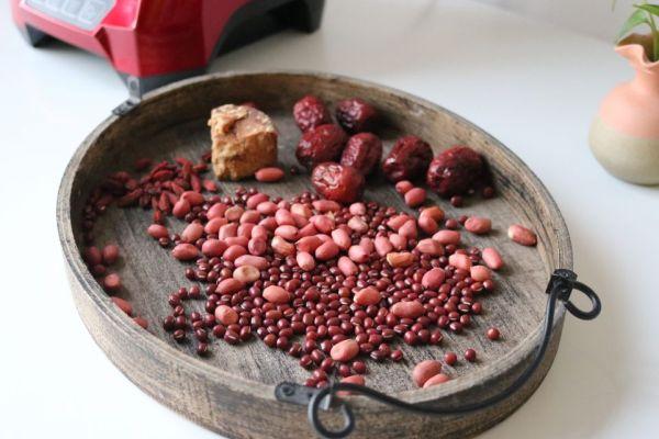 特别适合女性的一种汤水,五红水制作简单,特别适合早餐饮用第一步