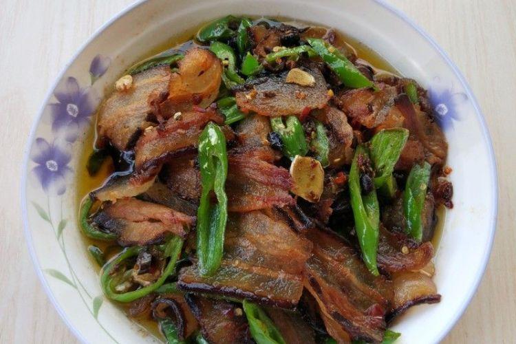 尖椒腊肉,口感鲜香,肥而不腻