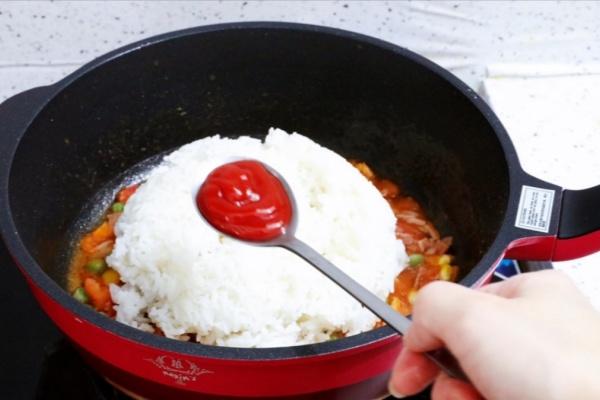 虾仁培根番茄酱蛋炒饭,满满酸甜感挑起你的食欲第十步