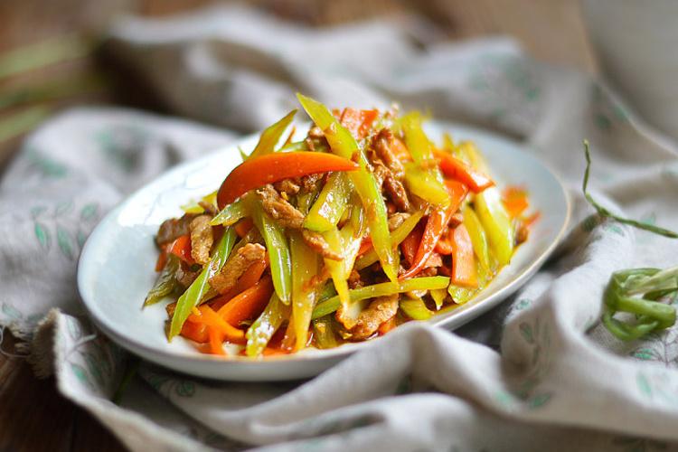 膳食纖維滿滿的西芹紅蘿卜肉絲