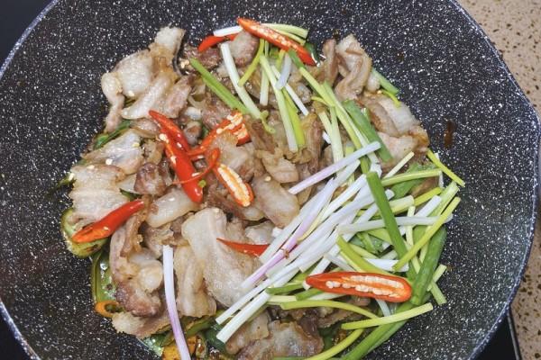教你做小炒五花肉,完胜餐馆菜谱第十步
